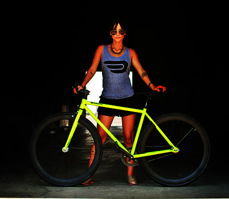Kilo Glow夜光腳踏車,不開燈也能讓別人看見你,七月半還是別騎出去嚇人