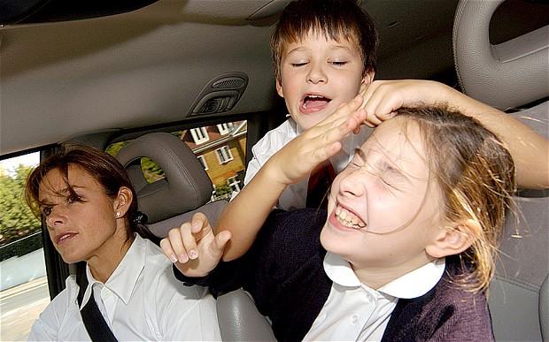 車內小屁孩的干擾比駕駛使用手機還危險!