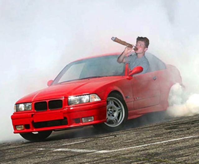 【本日最牛B】BMW車主愛耍帥,燒胎燒到車子都起火了!
