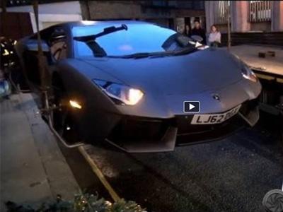 【熱門話題】藍寶堅尼大牛 Lamborghini Aventador亂停照拖!超跑也不會給你輕一點!