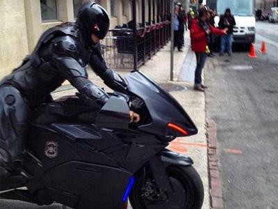 【熱門話題】你覺得機器戰警應該要騎重機還是開警車?