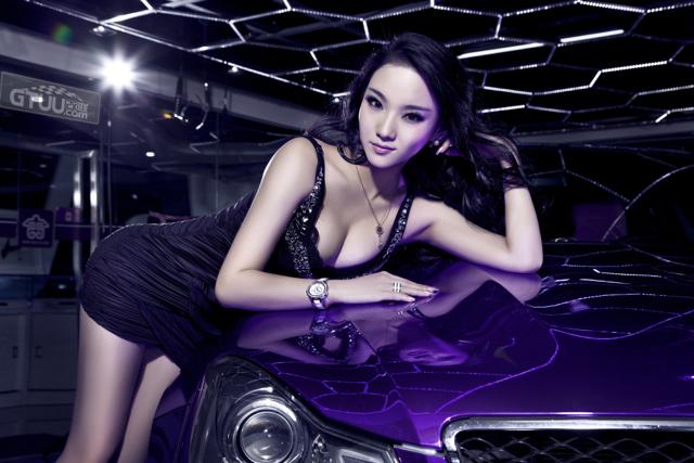 M-Benz C63 AMG的濃情紫羅蘭!原來下面是白色的...