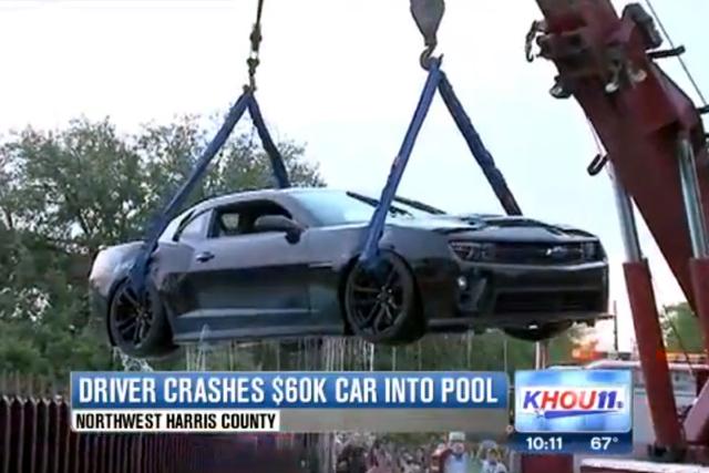 Chevrolet Camaro ZL1掉進泳池變落湯雞!開跑車請務必更加注意安全