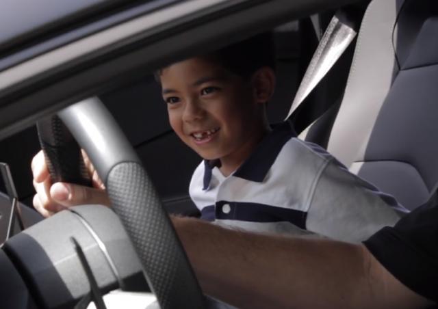 Lamborghini 車友讓加州七歲小孩美夢成真!(其實、我也有個夢想...)