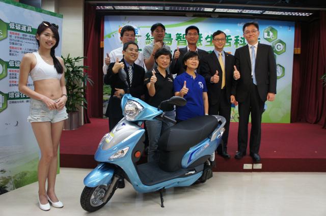 全民低碳遊離島 300台中華汽車e-moving Super帶您綠島騎透透