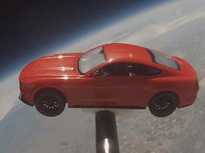 2015 Ford Mustang野馬跑車乘著氣球進入太空!