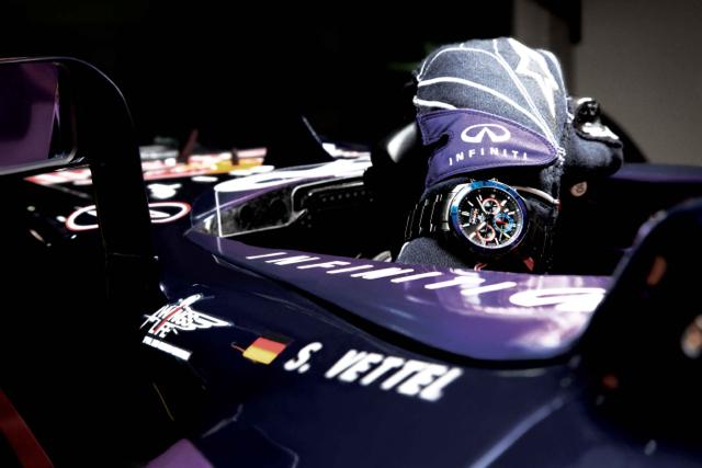 CASIO EDIFICE攜手 Infiniti Red Bull Racing打造紀念聯名錶款
