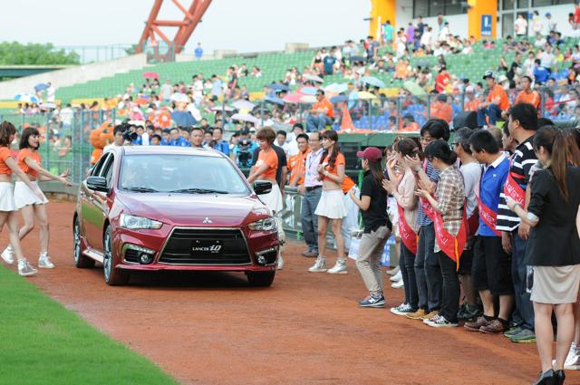 中華汽車支持國球 家庭日觀賞中華職棒獅象熱戰