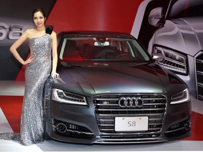 Audi S8頂級性能房車正式登陸! 934萬元新A8L W12豪華旗艦同時現身!