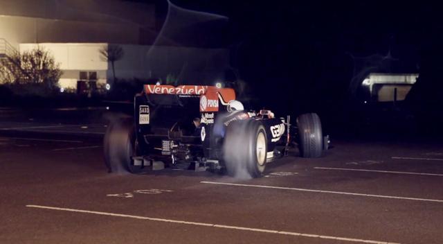 驚!Top Gear神秘車手 Stig入侵 Lotus的 F1賽車總部偷取 2013一級方程式賽車