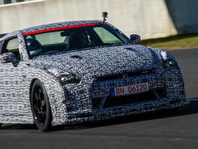 Nissan GT-R Nismo戰車再破記錄!小毛頭駕駛擊敗傳奇車手!