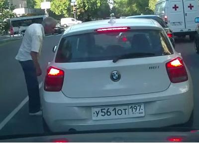 本周最惡劣的 BMW駕駛,連老先生都不放過!
