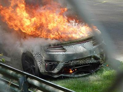 Honda NSX原型超跑為何在紐伯林賽道起火燃燒?是電池還是引擎故障?