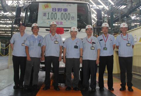 國瑞汽車生產HINO大型車累計突破10萬台, 並將導入國產商用油電混合車