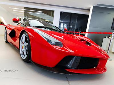 超跑買家竟願意多付5千萬買 Ferrari LaFerrari!BMW i8油電跑車最高加價300萬!
