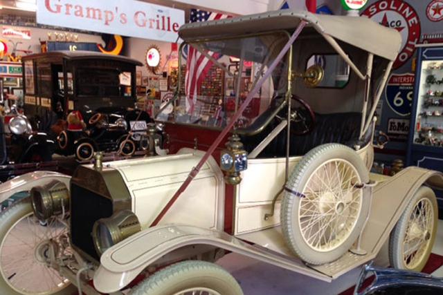 回憶最美!二戰老兵將賣掉他畢生收藏的福特古董汽車
