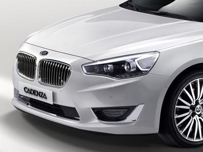韓國 Kia的車換個雙腎型水箱護罩就變成 BMW了!
