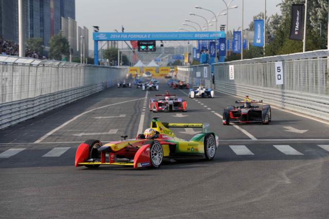 MICHELIN和FIA攜手、全新Formula E電動方程式錦標賽歷史性首場賽事正式開跑!