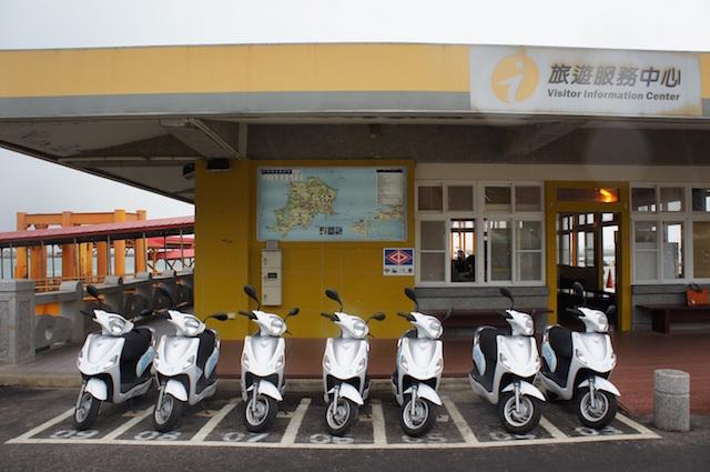中華汽車電動二輪車展現低碳運行成效,與政府合作共同推動離島觀光