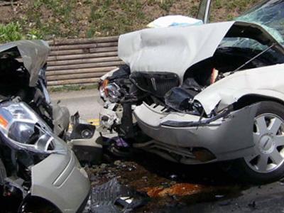 一路尾隨拍攝左晃右搖休旅車,最後竟拍到自己被撞的悲劇!