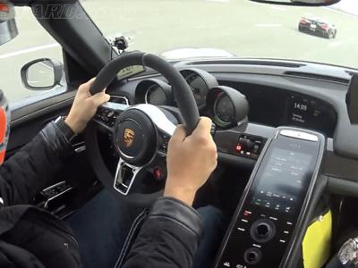 320km/h加速賽,Koenigsegg徹底摧毀 Porsche 918 Spyder? 換錯檔了啦!