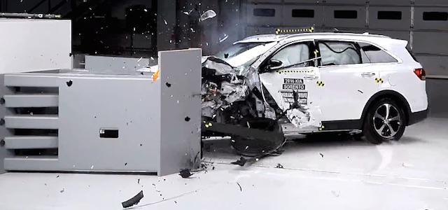 把韓國車撞爛才發現...終身免更換的無水水箱精比較好嗎?