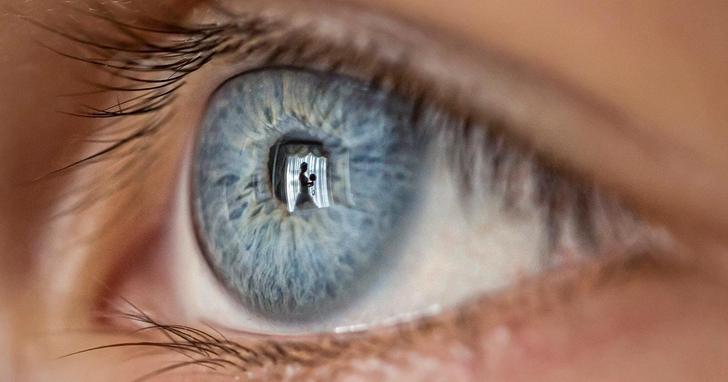 就算你不想說你在哪兒,和誰在一起;你照片中的瞳孔已經洩露了一切