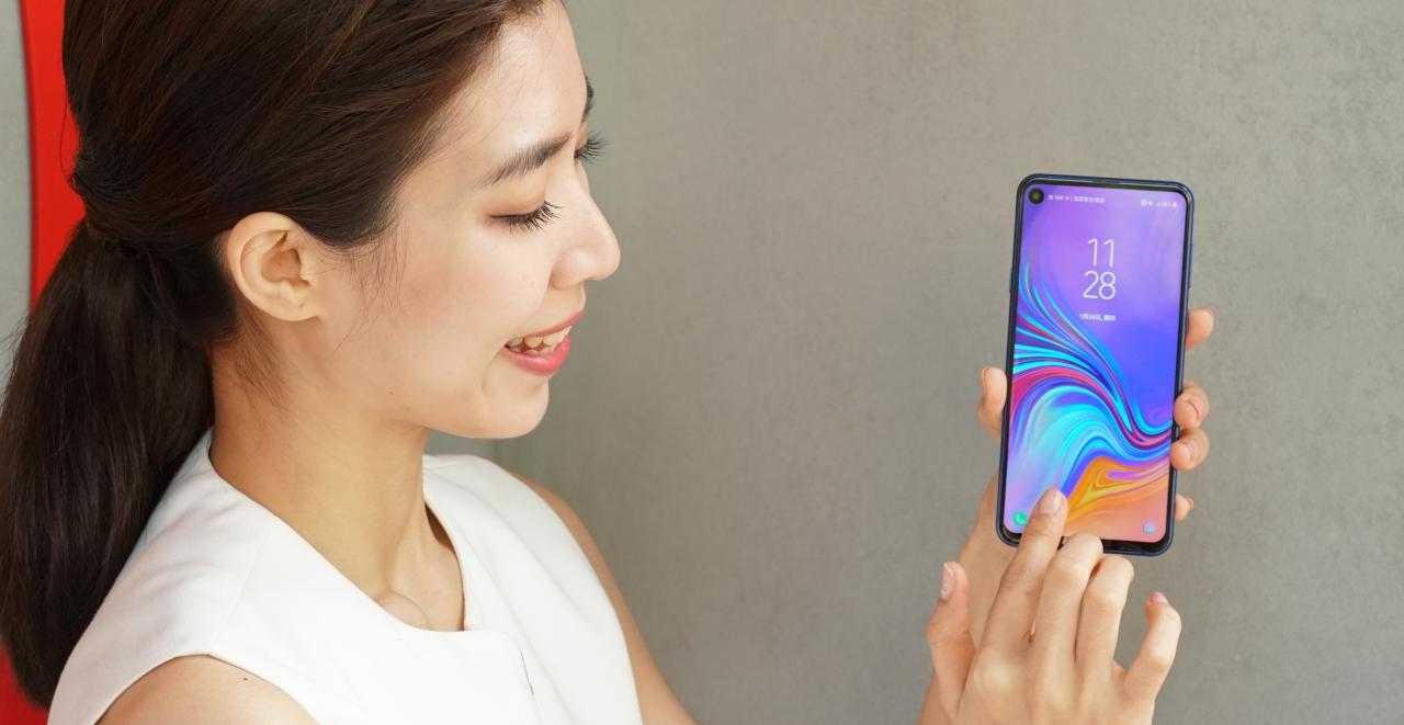 三星 Galaxy A8s 挖孔螢幕新機登場,售價 14,990 元二月開賣