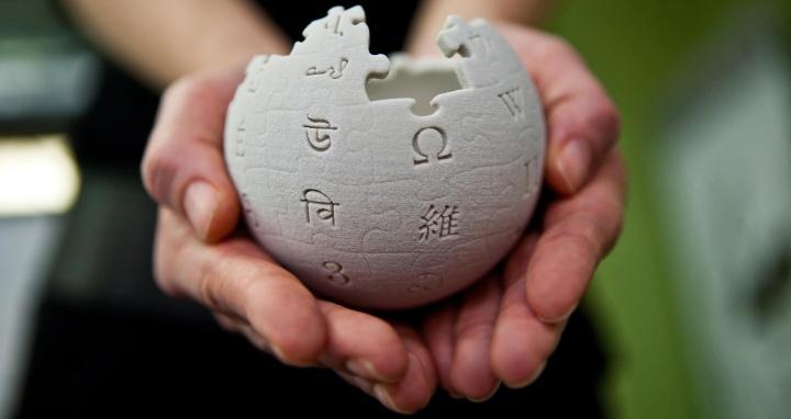 剛過18 歲生日的維基百科,沒有廣告收入的它是怎麼撐過這18年的?