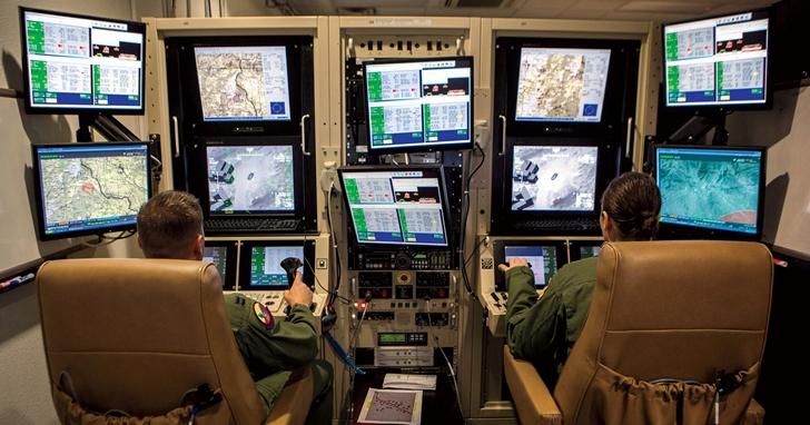 無人機和飛行遊戲的操作環境類似,所以軍方招募遊戲玩家擔任無人機飛行員?