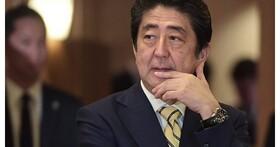 堅持不低頭的男人!日本首相安倍晉三自曝自己沒有智慧型手機,那他用的手機是哪一款?