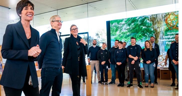 庫克上任以來幾乎沒動過的蘋果管理團隊大換血,顯示蘋果靠iPhone賺大錢的時代過去了