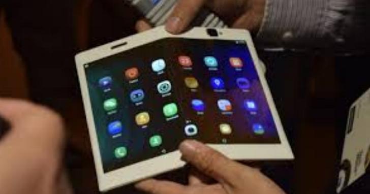 聯想CEO表示,MWC看到的很多折疊手機都是PPT產品、不如把錢拿去多買幾台平板
