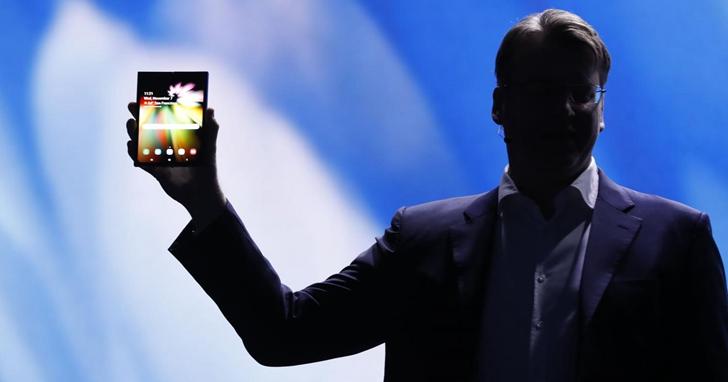 既然幾家推出摺疊螢幕手機的廠商都承認產品還不成熟,為什麼大家還搶著在今年推出?