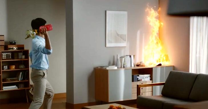 三星子公司製造Firevase可抛式滅火器花瓶,失火時丟過去就好了