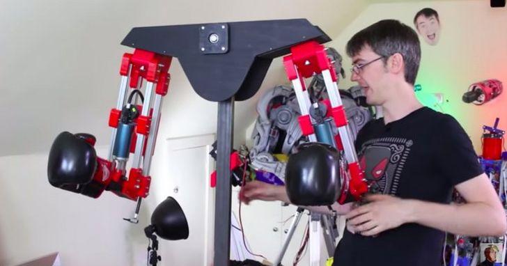 當你被 VR 擊中時,這個機器人負責在現實生活中也給你一擊