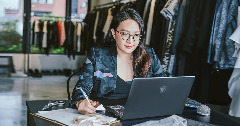專訪新銳設計師汪俐伶,一探創意工作者心目中的理想筆電