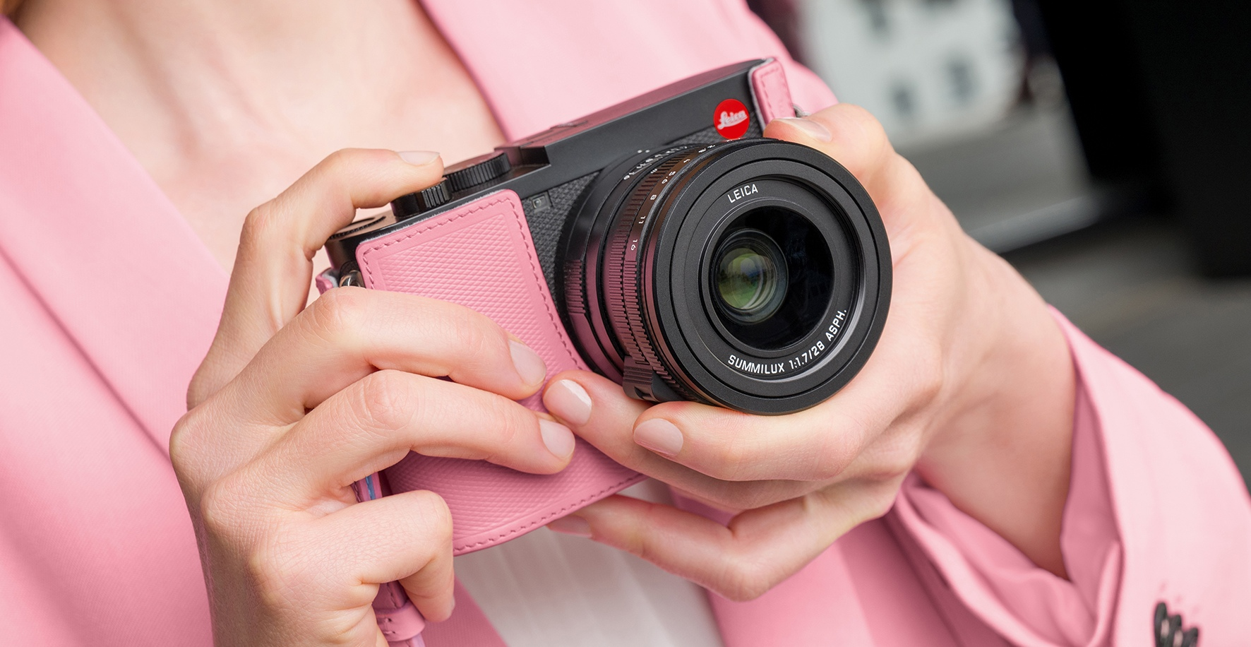 徠卡跨界推出限量攝影包,鎖定追求個人風格女性攝影師