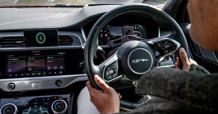 JLR 開發全新技術,用 AI 偵測駕駛是否過於疲勞