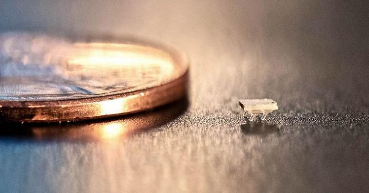 這比螞蟻還小的機器人,不用電就能跑