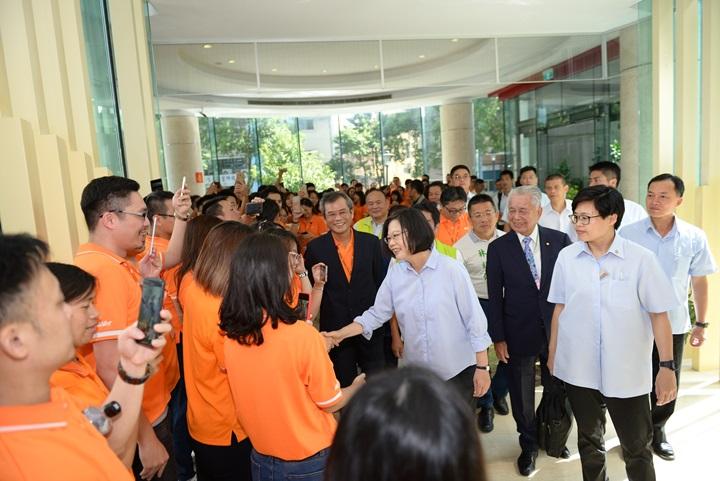 蔡總統參訪圓展科技