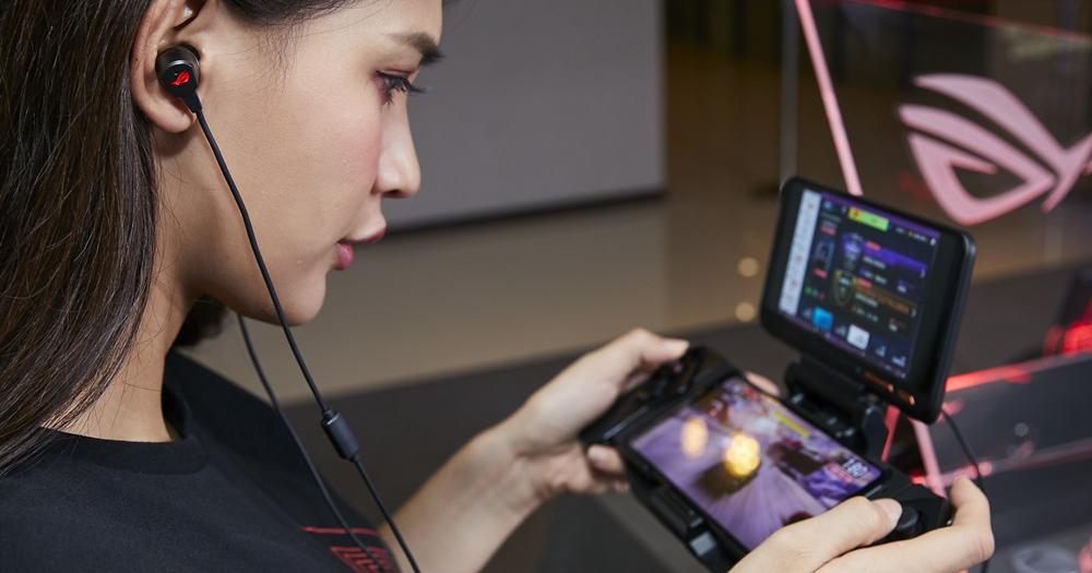 華碩多款電競週邊登場,ROG  機械式鍵盤、入耳式耳麥、夜光滑鼠墊、攝影機開賣