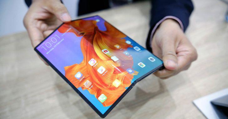 華為也正式發佈首款摺疊手機Mate X,約台幣74000元