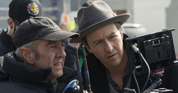 艾德華諾頓自編自導自製自演,《布魯克林孤兒》中化身妥瑞症偵探