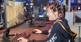 AORUS 六度降臨 WirForce,戰術螢幕給玩家最速反應,三曲面體驗廣闊視野