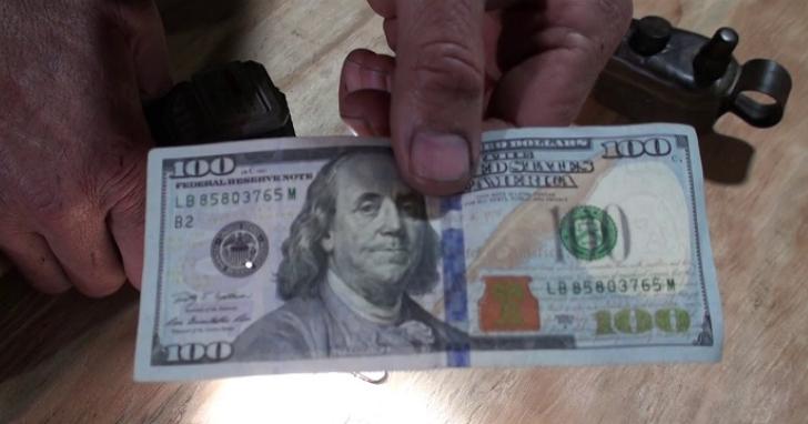 刑事局偵破國內最大3億元假美鈔案,印刷廠專業技師主導、品質可騙過驗鈔機,案情如電影「無雙」