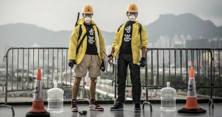 香港製作公仔「阿榮與光仔」開賣,用細節配件還原站在最前面的小人物