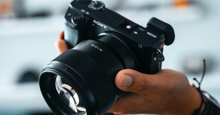 感光元件熱賣到做不出來但數位相機出貨量卻超慘!去年出貨量僅為十年前的八分之一