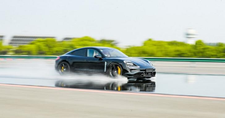 汽車輪胎也要連上 5G,還能通報前方路況給其他駕駛
