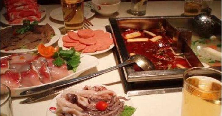 香港爆發首宗家族感染,19親友中9人感染!原因竟然是聚在一起吃火鍋